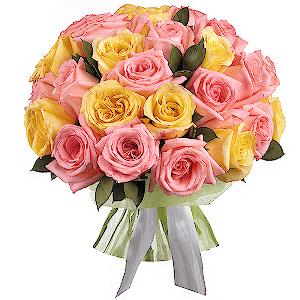 Букет из 25 розовых и желтых эквадорских роз
